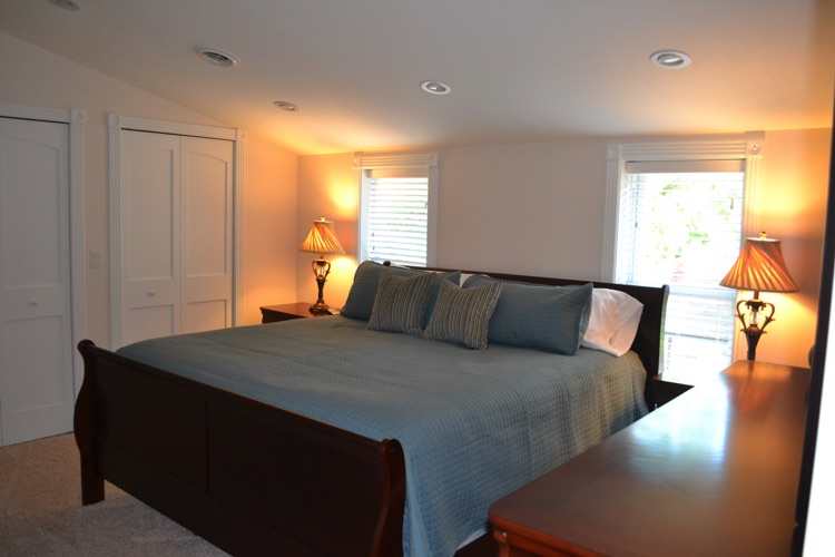 The master suite has a king bed, 40 inch flatscreen, stereo and large bathroom